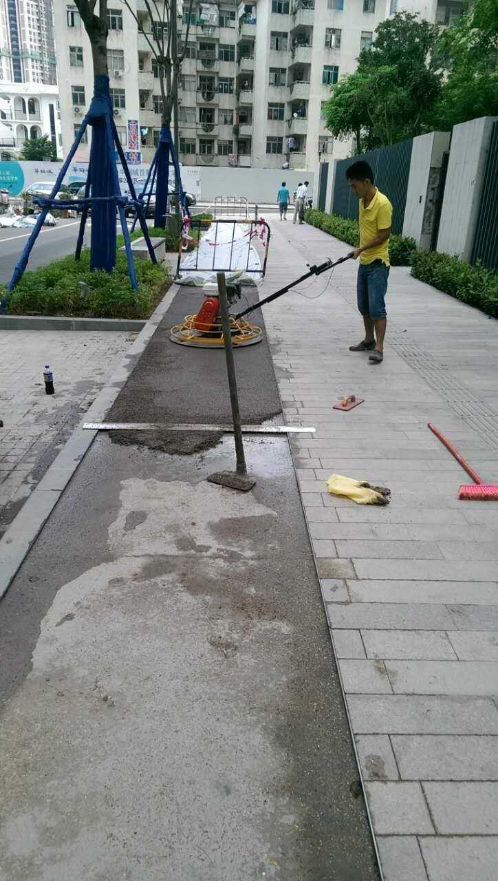 (3)透水混凝土传统城市路面为不透水结构
